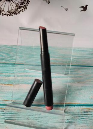 Помада карандаш для губ