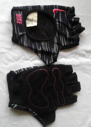 Перчатки для спорта и велоспорта
