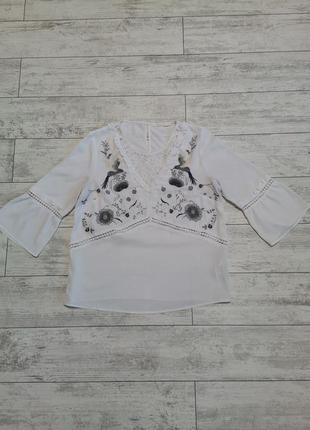 Белая блуза с красивой вышивкой