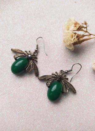 Серьги пчелы насекомое жуки зеленый камень авантюрин  цвет - черненое серебро