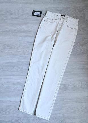 Молочные белые высокие плотные джинсы на талию с контрастной ниткой