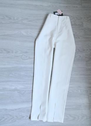 Шикарные трендовые белые прямые брюки с разрезами на штанине на высокой посадке на талию