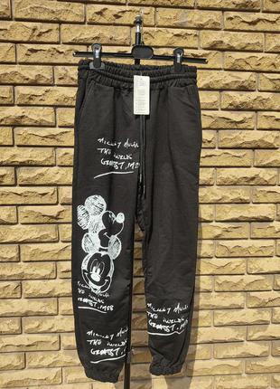 Спортивные штаны с микки маусом женские