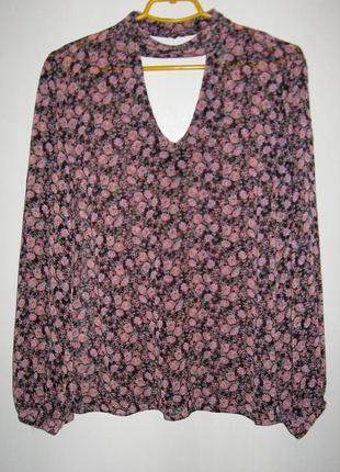 Блуза в цветочек с чокером