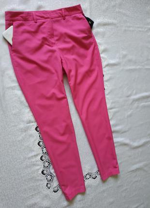 Зауженные брюки брючки с боковыми карманами