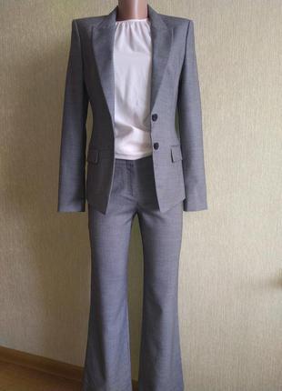 Фирменный брючный костюм, шерсть р.34,36