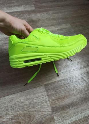 Яркие салатовые кроссовки
