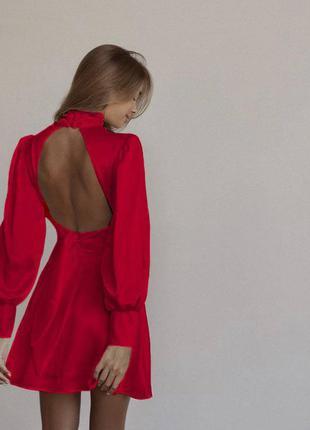 Платье, воздушные длинные рукава, драпировка на талии и открытая спинка