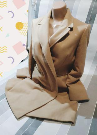 Красиве жіноче пальто