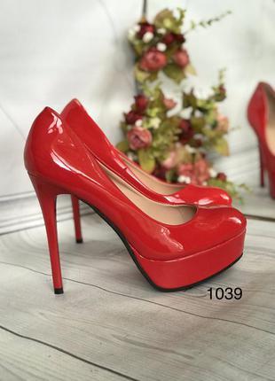 Красные туфли высокий каблук