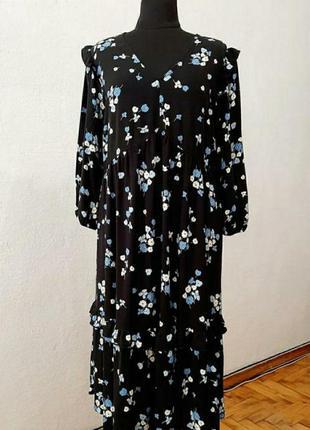 Новое актуальное платье в цветочный принт