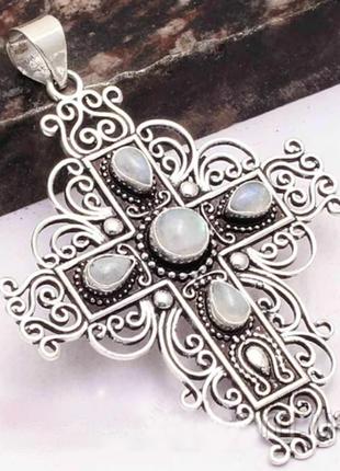 Кулон крест с лунным камнем - адуляром.