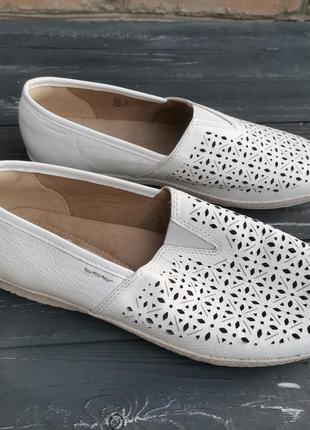 Шикарные кожаные туфли с перфорацией earth spirit