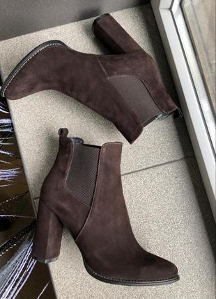 Ботильйони женские деми на каблуку нат.замша коричневые