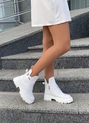 Женские кожаные ботинки демисезонные белые