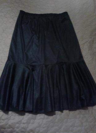 Чорна спідниця з фактурної тканини