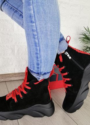 Кожаные замшевые демисезонные ботинки высокие кроссовки флис на тракторной подошве. наложка
