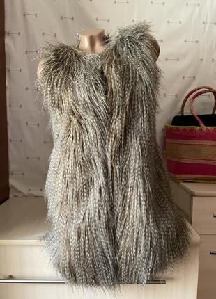 Стильная тёплая жилетка с искусственным мехом