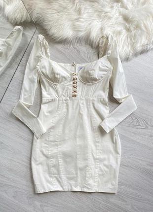 Красивое платье с корсетом