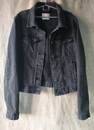 Черная джинсовая куртка джинсовка pull&bear. коттон.