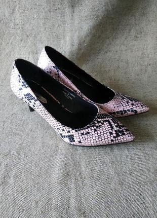 Новые туфли dorothy perkins. модный трендовый принт под рептилию, змеиный, питон. кожзам. лодочки.