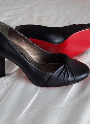 Туфлі шкіряні нові