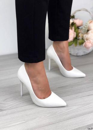 Белые лодочки на шпильке женские туфли рептилий на каблуке