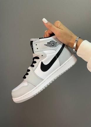 Женские демисезонные спортивные кроссовки nike air jordan 1 high retro smokey grey