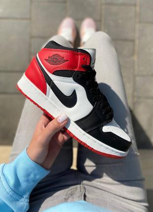 Женские демисезонные спортивные кроссовки nike air jordan 1 retro high black red