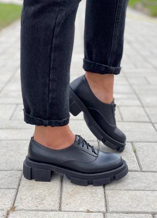 Женские чёрные кожаные туфли броги