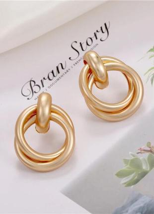 Красивые серьги кольца гвоздики золотые