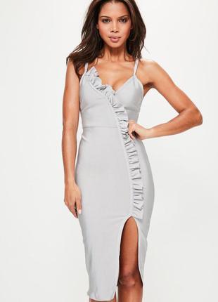 Бандажное миди платье с рюшами