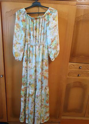 Нарядное платье с широкими рукавами , рюши