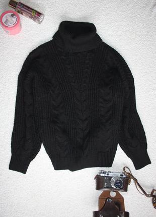 Объемный свитер под горло .