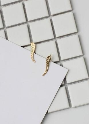 Серьги клаймберы перо перья перышки листья листик гвоздики золотистого цвета
