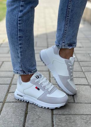 Женские кроссовки, белые кроссовки