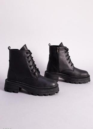 Женские демисезонные ботинки натуральная кожа черные на массивной подошве