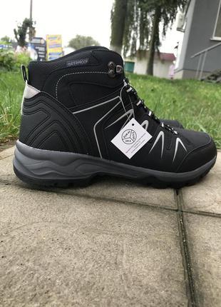 Трекинговые ботинки waterproof