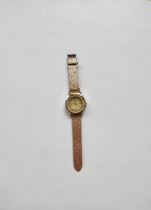Наручные часы на руку наручні с камнями часики часи золотые золотистые блестками