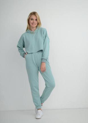 Голубые штаны джогеры