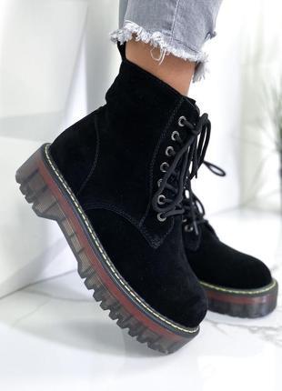 Ботинки женские новые верх из натуральной замши внутри утеплитель в наличии