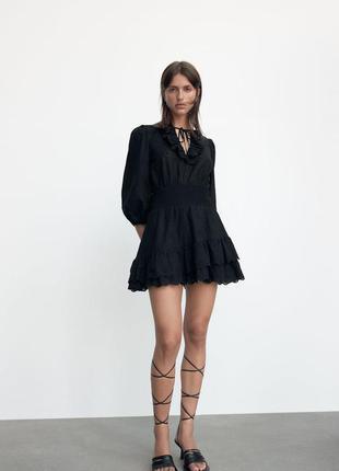 Платье с вышивкой с оборками