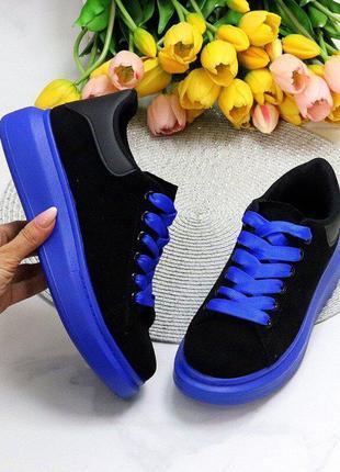 Эффектные черные замшевые женские кроссовки на фигурной синие подошве 36-41р, 11574