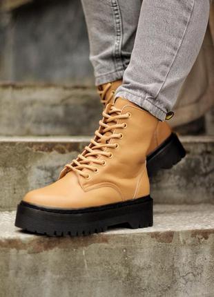 Женские стильные осенние ботинки dr.martens jadon beige/black (premium)