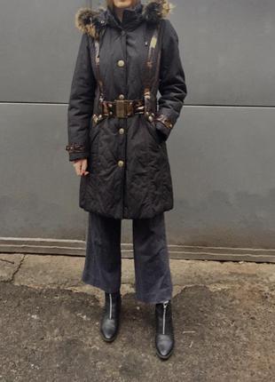 Пуховик пальто зимнее теплое натуральное с мехом енота приталено