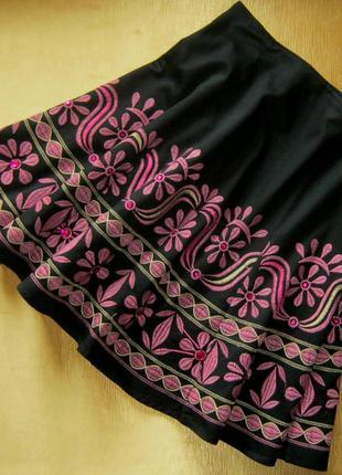 Романтичный штрих повседневных ансамблей - хлопковая юбочка с вышивкой и камнями - sinequanone