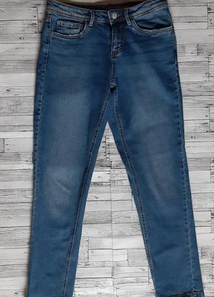 Стильные укороченные зауженные джинсы