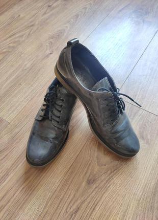 Туфли броги лоферы кроссовки  на шнуровке лаковые