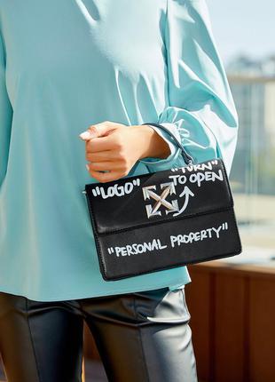 Маленькая каркасная сумка с короткой ручкой принт надписи чёрный, серый