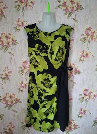 Платье в цветы с завязкой